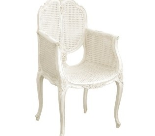 Ambiance château de province avec ce fauteuil canné blanc de Maison d'un Rêve…